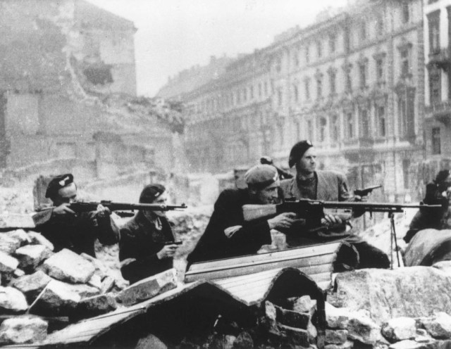 Sixty-eight years ago the residents of Warsaw, beset by two evil political extremes, were working hard on a government shutdown of their own.