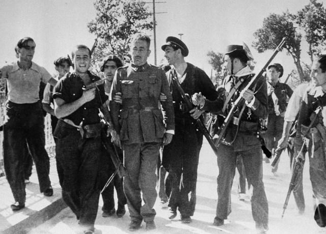Spanish Antifascists with a JoLoAr pistol, July 1938