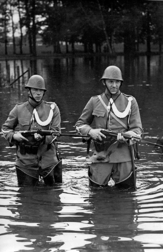 Dutch soldiers in a canal, 1939