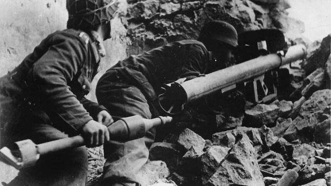 Panzerschreck crew using an RPzB-54
