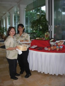 Kauai Beach Resort servers with trays of hot spinach quiche and mini manapua, and a table of other delicious appetizers to enjoy with your wine and art.
