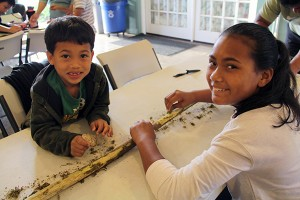 Trey and Tory Rafamonte a a kapa-making workshop in Lihu'e last month.