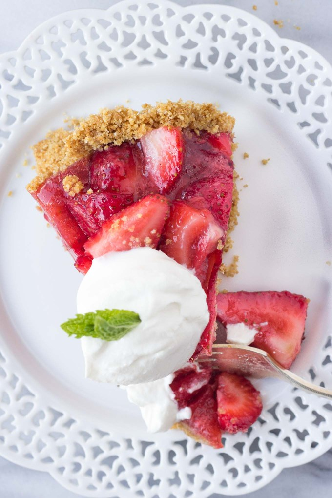 Summer Strawberry Pie - a sweet, no-bake summer dessert made without gelatin! | Fork in the Kitchen