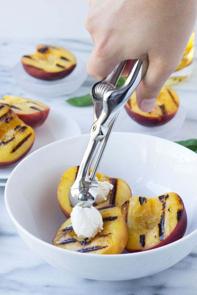 Mascarpone Grilled Peaches with Honey Sauce