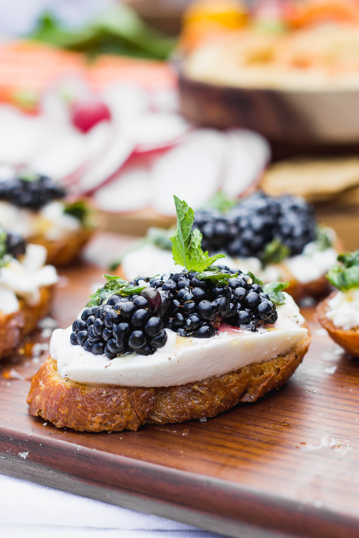 Blackberry Burrata Mint Crostini - the ultimate summer appetizer - easy and requires little prep work, full of fresh flavors, and pairs well with your favorite wine! | Fork in the Kitchen #appetizer #vegetarian #recipe #summer