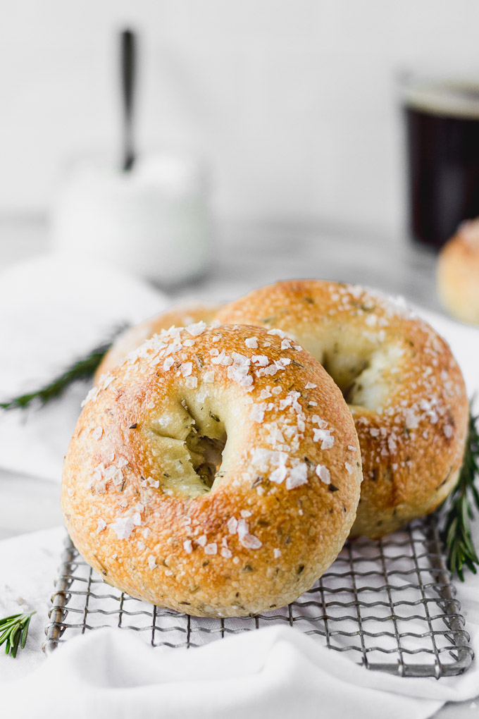 homemade rosemary bagels in pan with white linen