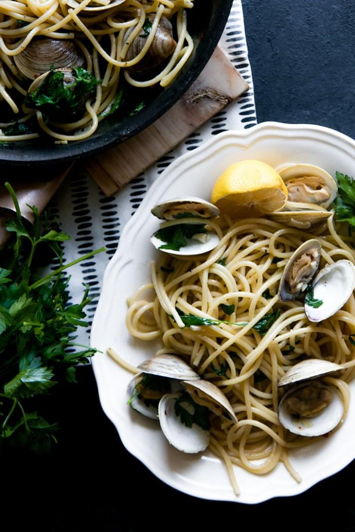 Pasta with Clams in White Wine Garlic Sauce {Pasta alle Vongole}