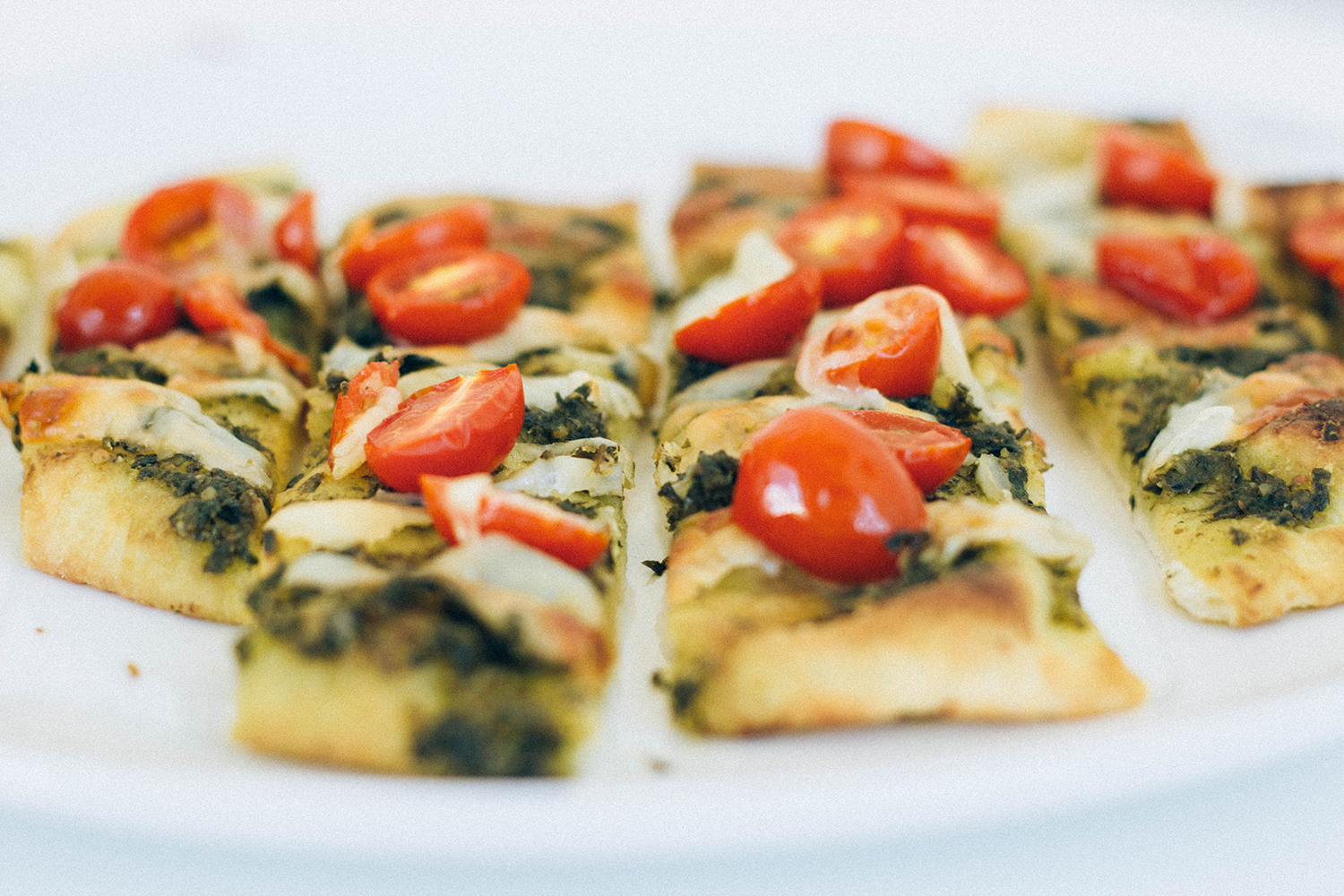 pesto manchego cheese tomato pizza