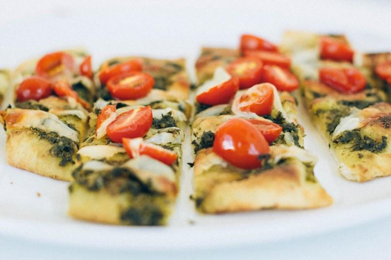pesto manchego cheese tomato pizza