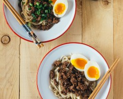 taiwanese pork noodle 肉燥 fork to belly
