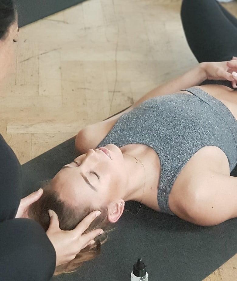 masaje yoga - formacionyoga.com