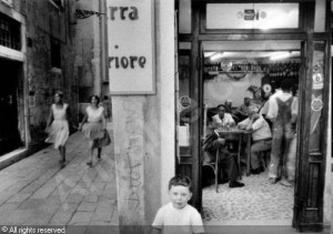 ronis-willy-1910-2009-france-petit-cafe-a-venise-2741358