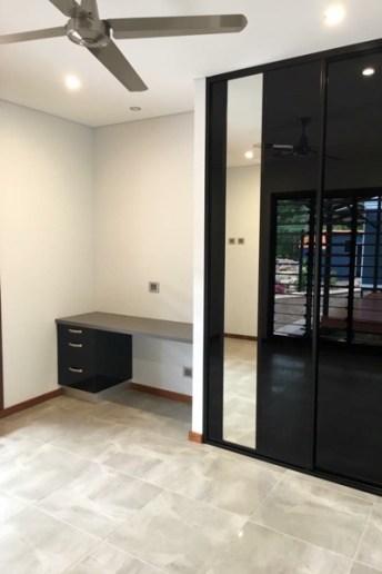 Scandi Bedroom Sliding Door Single Mirror Black Glass Mirror Strip with desk