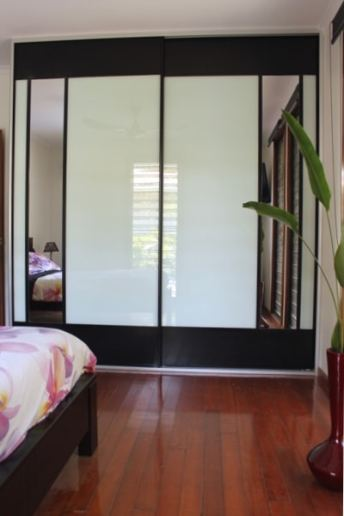 Sliding Doors black mesh white glass and two mirror inserts