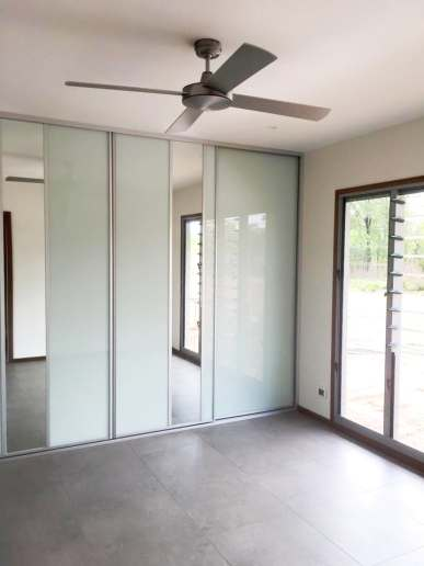 Floor to ceiling white glass and feature mirror wardrobe sliding doors