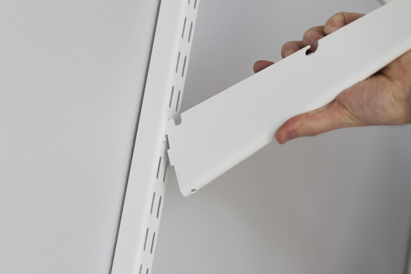 Attaching the elfa VS42 Bracket to the Wall Band