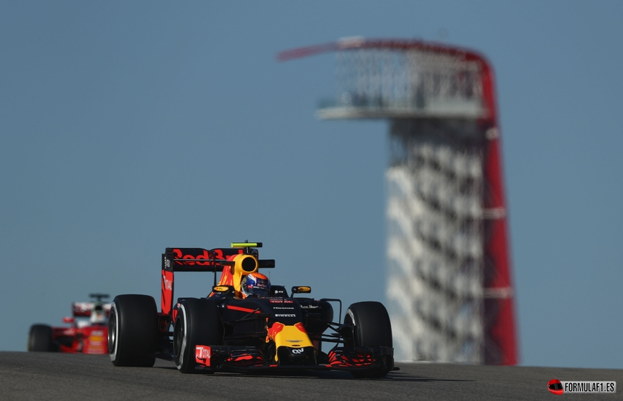 AUSTIN, TX - OCTOBER 21: Max Verstappen of the Netherlands driving the (33) Red Bull Racing Red Bull-TAG Heuer RB12 TAG Heuer on track during practice for the United States Formula One Grand Prix at Circuit of The Americas on October 21, 2016 in Austin, United States. (Photo by Lars Baron/Getty Images) // Getty Images / Red Bull Content Pool // P-20161022-00040 // Usage for editorial use only // Please go to www.redbullcontentpool.com for further information. //