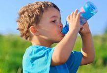 Niño tomando agua - Formula Medica