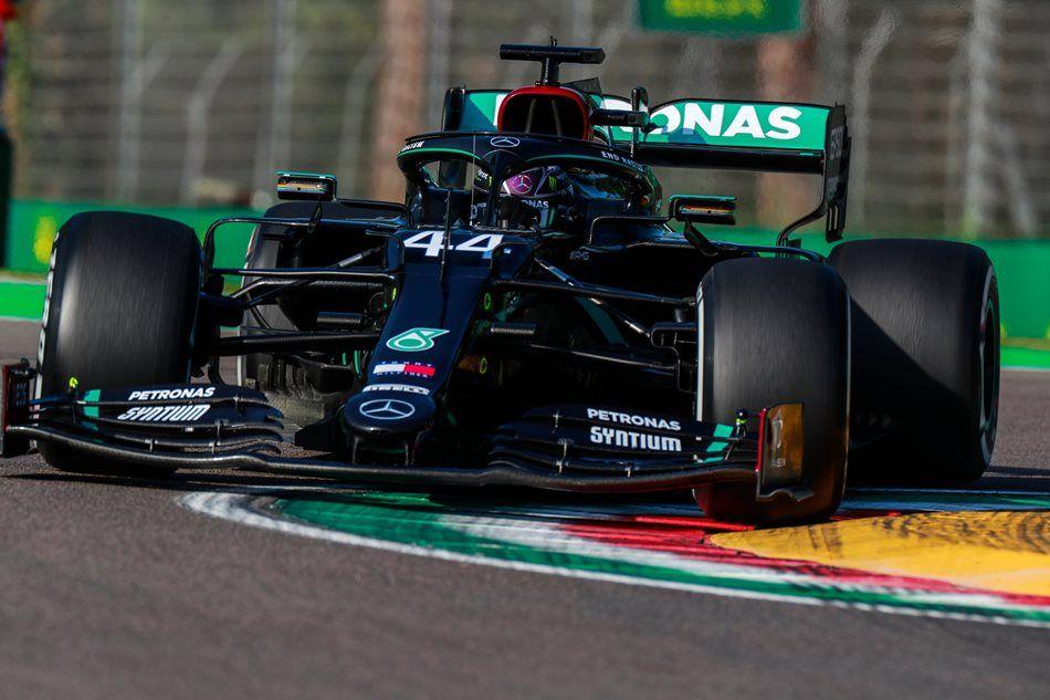 Toto Wolff descarta que Mercedes esté planeando cambiar el motor en el monoplaza de Hamilton