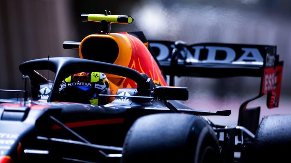 """Helmut Marko descarta favoritismos: """"El coche no está adaptado sólo a Verstappen, sino también a Pérez"""""""