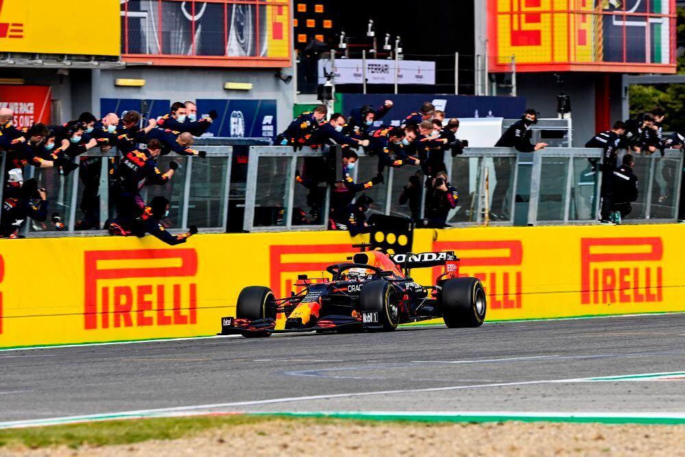 """¡Max Verstappen gana en Imola! """"Ha sido una carrera difícil"""""""