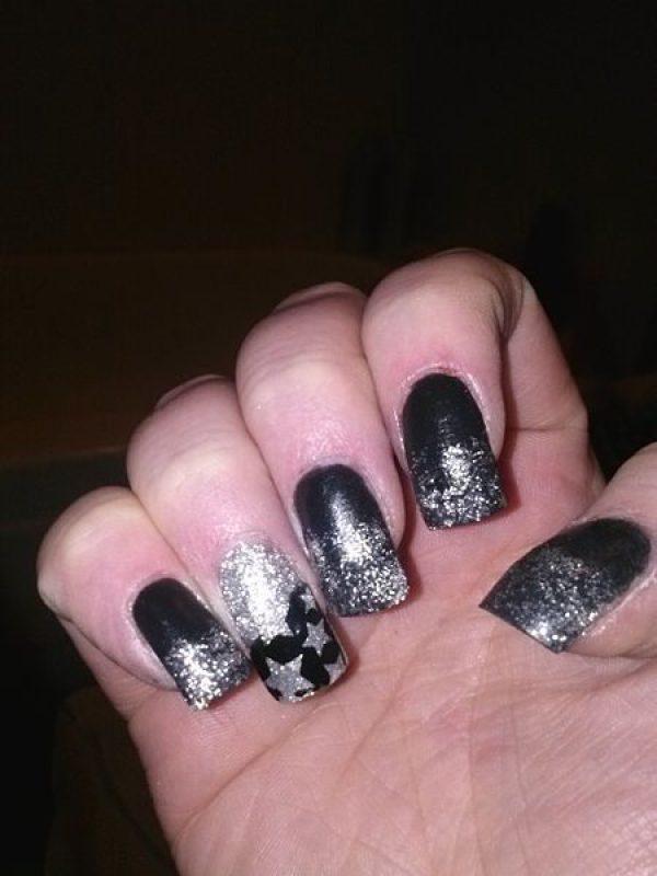 Glitter sulla punta dellunghia con semplice decorazione nail art