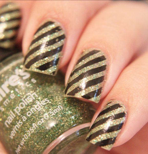 Semplice nail art a righe