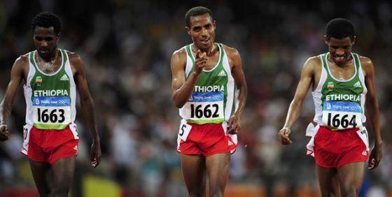 1x1.trans Kenenisa Bekele desacelera (27:46.56)