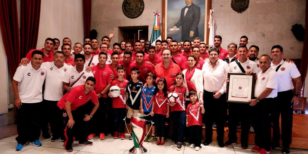 Reconoce Gobierno del Estado a los Tiburones Rojos de Veracruz, campeones de la Copa MX 2016