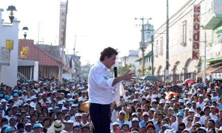 Anuncia Héctor Yunes Landa programa para mejorar carreteras en la zona sur