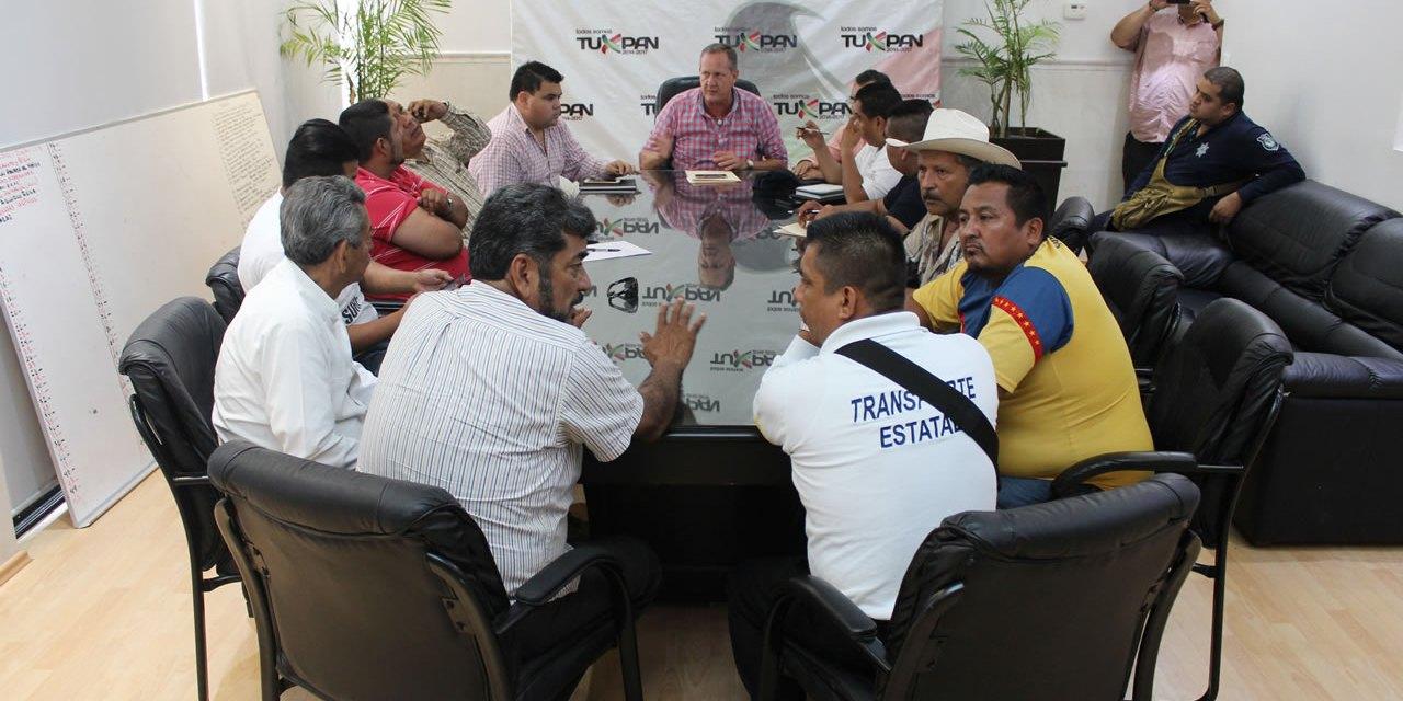 REUNIÓN DE AUTORIDADES ESTATALES Y MUNICIPALES CON TAXISTAS