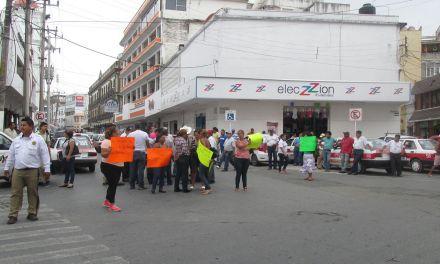 Se manifiestan Taxistas por Inseguridad en Tuxpan.