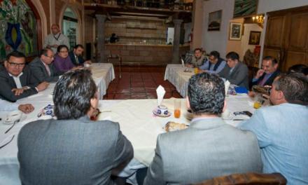 Se reúne 'Pipo' Vázquez candidato del PES a la gubernatura de Veracruz con reporteros nacionales