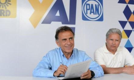 Firma Miguel Ángel Yunes Linares ante notario público sus 10 compromisos para mejorar la salud de los veracruzanos