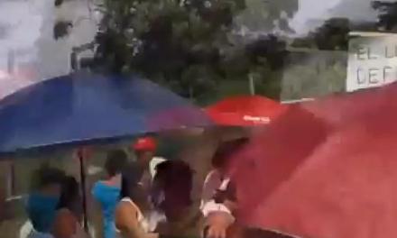 ASÍ RECIBEN LOS PROFESORES A CALLEJAS EN TUXPAN, VERACRUZ