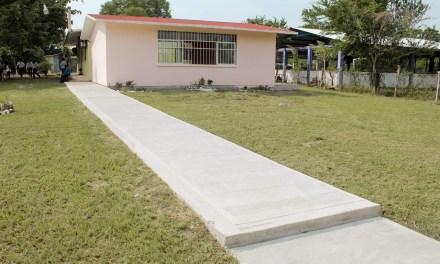 Entregan Aulas en Comunidades de Tuxpan