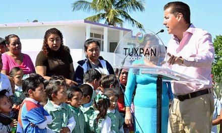 Más apoyos a escuelas rurales de Tuxpan