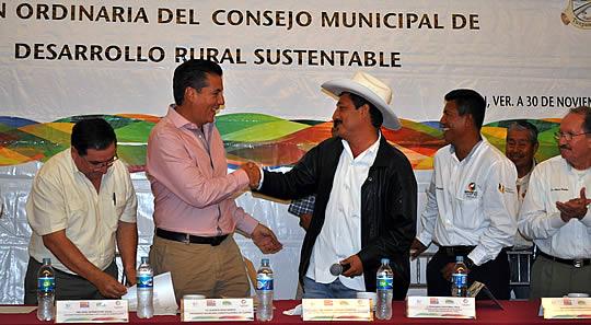 Juntos gobierno y productores haremos que el campo tuxpeño crezca: ASR