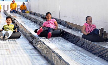 Más de 9 mil personas han disfrutado la pista de hielo en Tuxpan