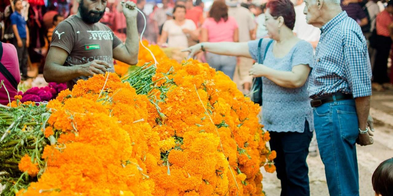 Tuxpan se Prepara Para la Tradicional Plaza de Todos Santos