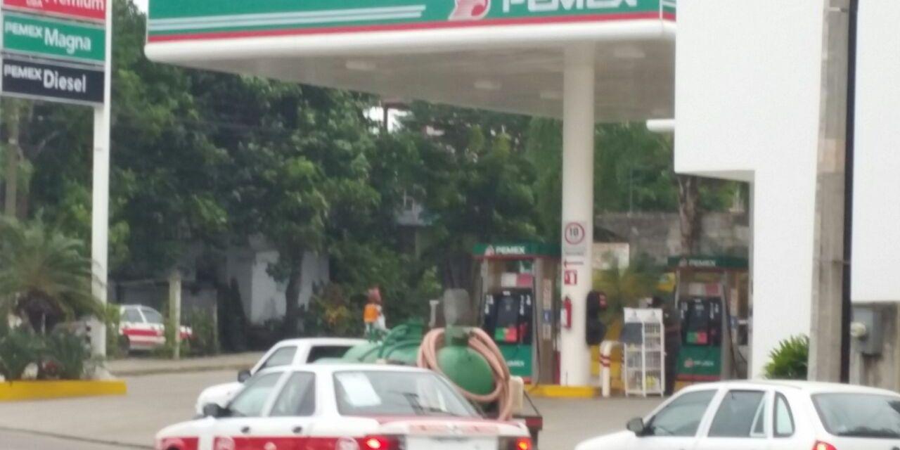 Gasolineras piden se les garantice abasto de combustibles para el 2017