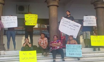 Tuxpeños se manifiestan en contra del gasolinazo