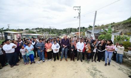 Raúl Ruiz Entrega Ampliación de Red Eléctrica en Colonia Cardenista