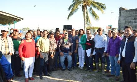 Alcaldesa Citlali Medellín recibe apoyo total del sector pesquero mediante marcha pacífica