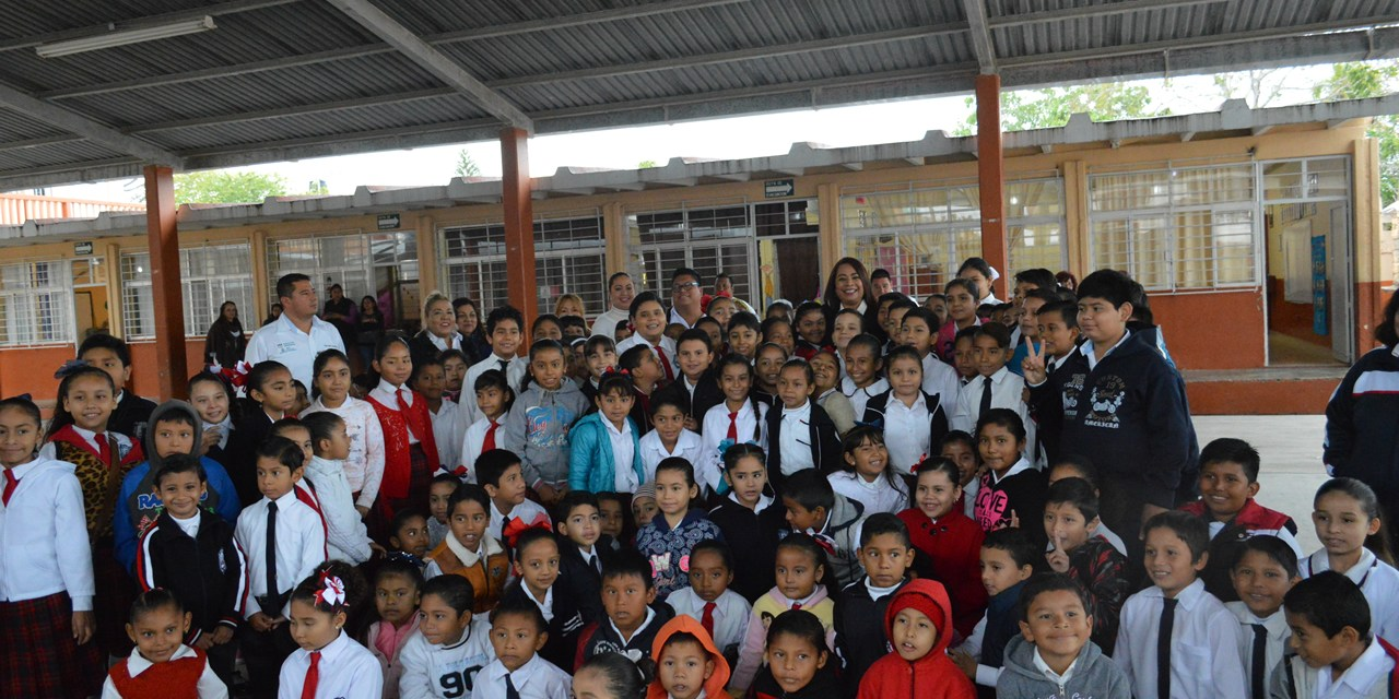 TAMIAHUA: Se compromete alcaldesa en colaborar con la rehabilitación de planteles educativos