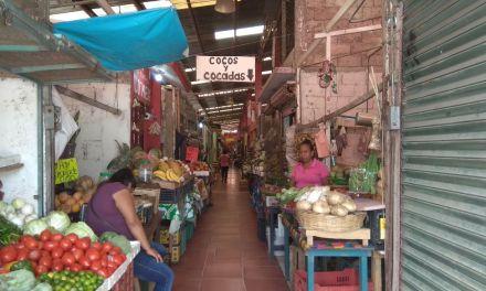 Vendedores informales acaparan ventas de locatarios del Héroes del 47