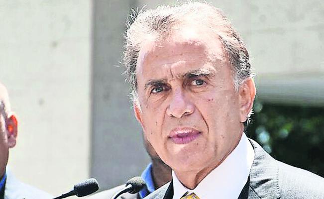 El gobernador viola las libertades