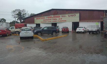 Locatarios de mercado de Tuxpan sin agua potable