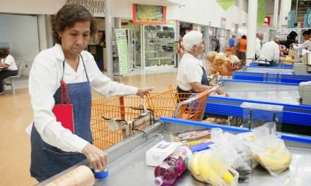 Escasea oferta laboral para adultos mayores