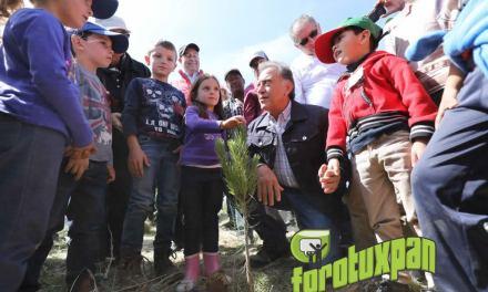 Participa el Gobernador Yunes Linares en la jornada de reforestación «Más pulmones para Veracruz»